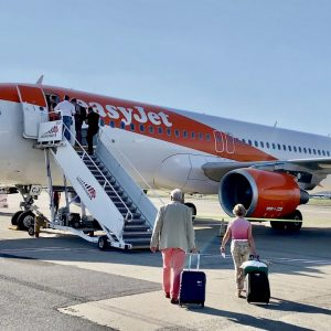 Flying with EASYJET to the French Riviera | Full flight experience (stunning landing views)